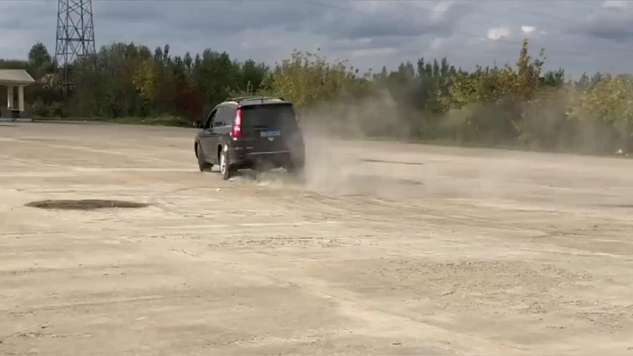 视频:实拍:哈弗H5玩起漂移来也很帅啊!