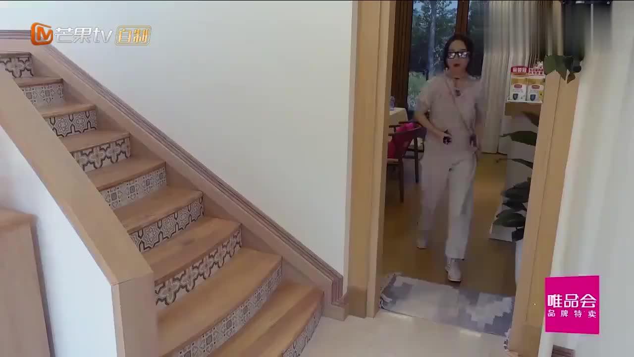 唐一菲出门太慢,让谢娜等的着急,凌潇肃:哎哟,我的妈呀!