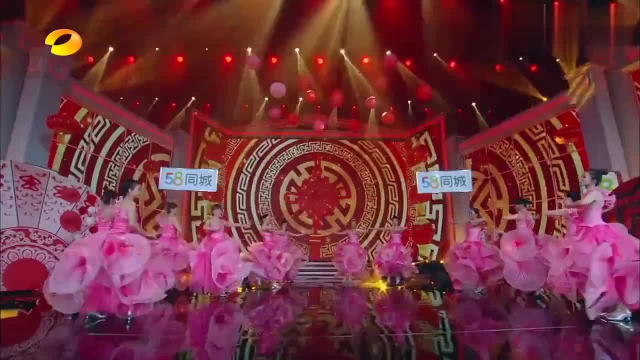 歌后韩红现身天天向上,与刘欢同台演唱?一开口全场都沸腾了!