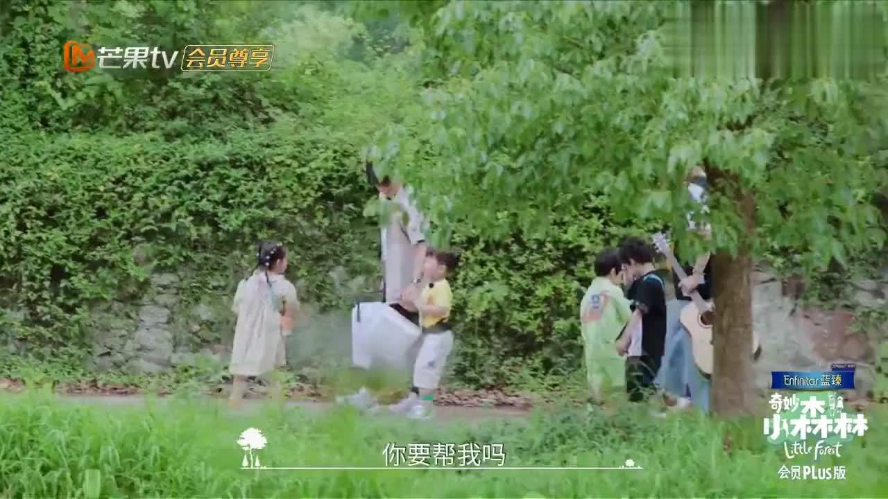 奇妙小森林:明星带娃真逗,宝宝提高要求,谭松韵:要啥自行车!