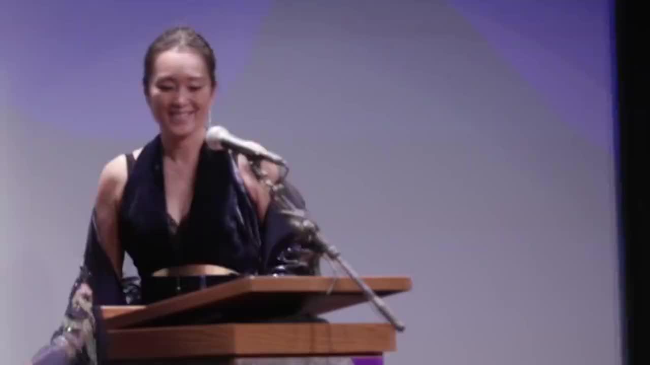 太长脸了!巩俐国际电影节演讲,登台第一句话:我是中国演员巩俐