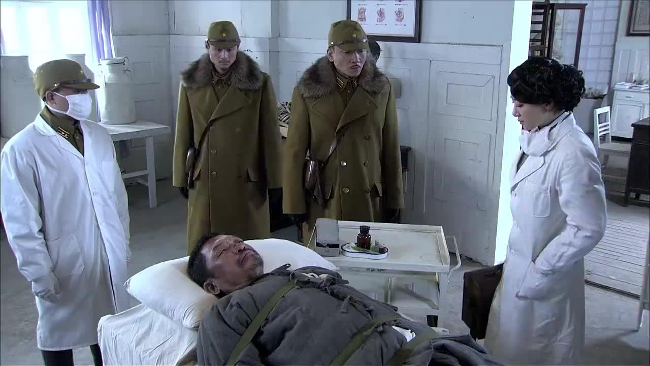 猎魔:鬼子要女医生给囚犯打毒针,女医生看清囚犯面容,竟是父亲