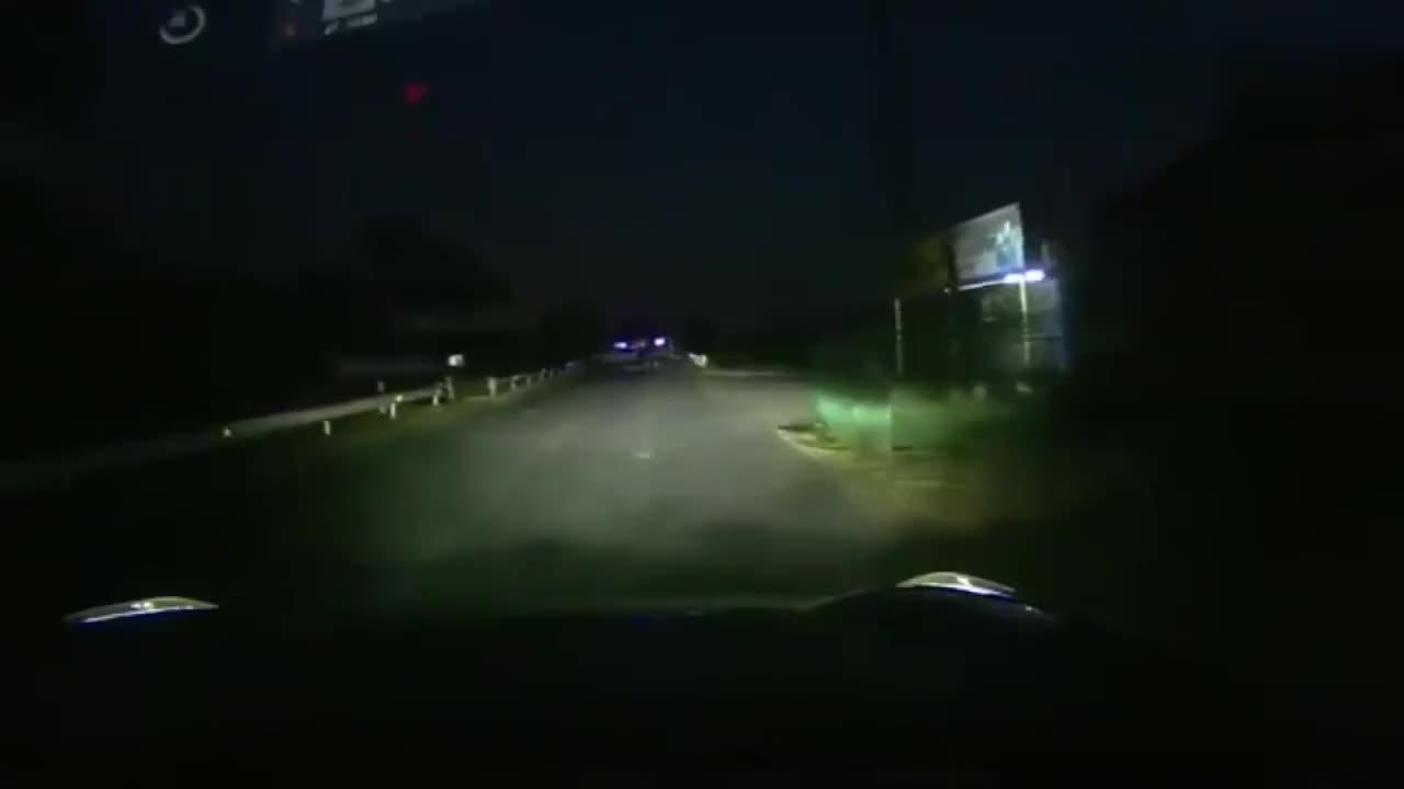 晚上一点警示都没有,走着走着就成了断头路太坑人了
