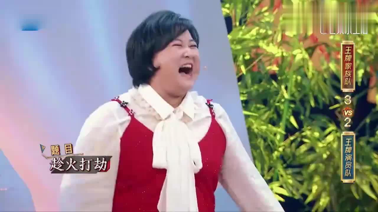 贾玲花花合作表演泰山压顶,画面太辣眼睛,关晓彤不忍直视!