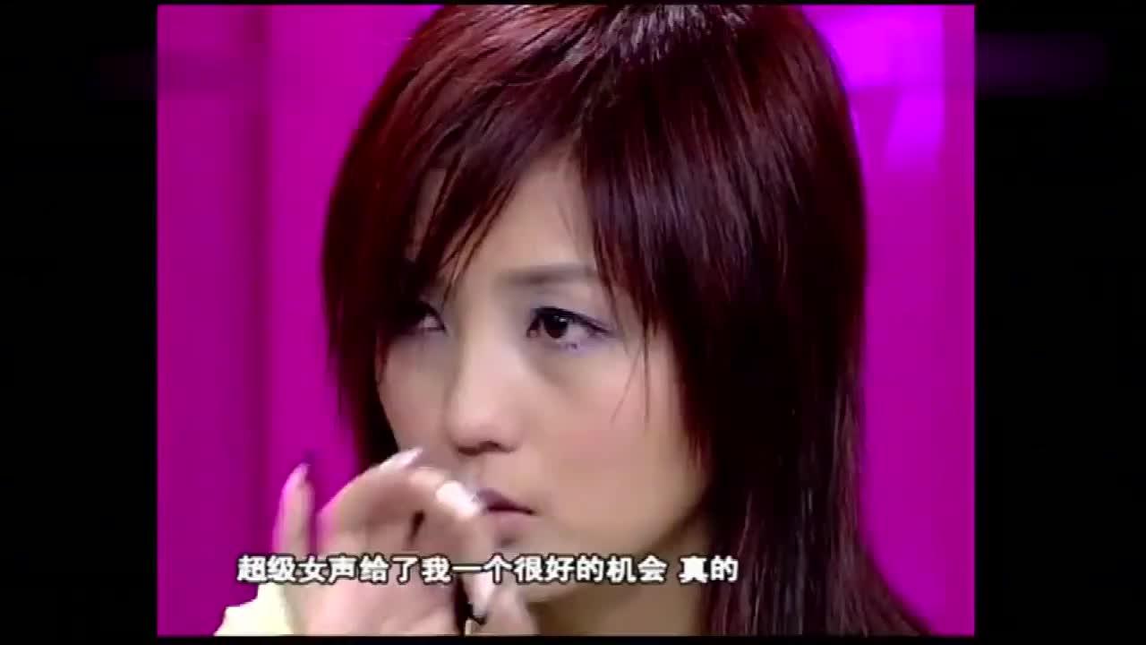 2005年超女比赛,何洁被淘汰,李宇春都哭成了泪人