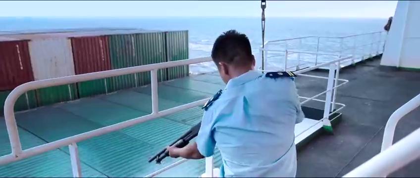 红海:索马里海盗劫持中国船舰,蛟龙队十分钟内解决,画面超燃