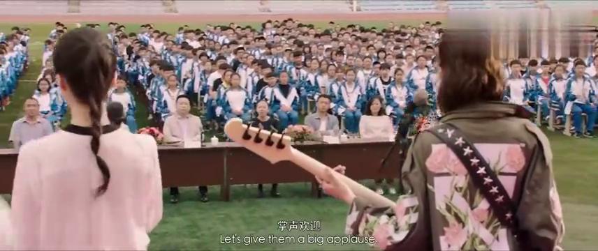 缝纫机乐队:乐队在重点中学演出,全校同学沸腾,美女主唱太美了