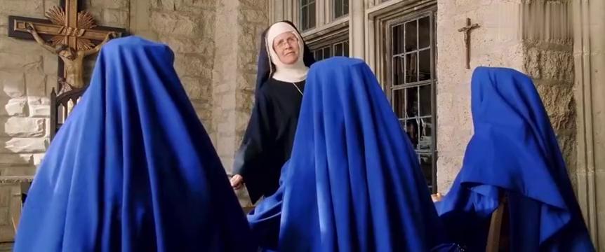 霹雳娇娃2:娇娃们乔装来教堂打探消息,而这一趟果然没有白来