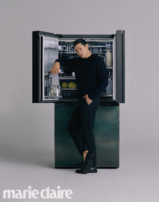 韩国男星刘太旿登最新杂志 油头造型拍写真