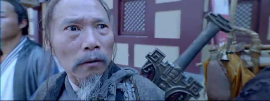 千年妖王明目张胆入宫,不料惹怒昆仑术士,抽出大刀与妖王决斗