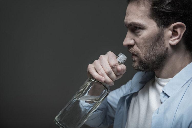 长期喝酒的人注意:4种下酒菜越吃越伤身,劝你赶紧撤下桌