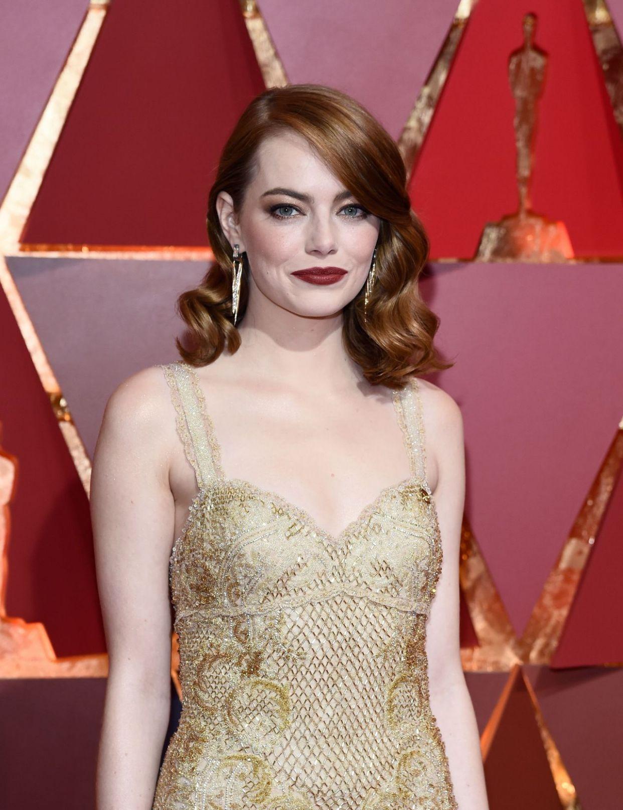 艾玛·斯通(Emma Stone)在好莱坞的奥斯卡走红毯