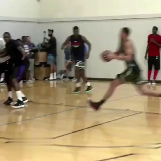 本·西蒙斯在ricohines训练营妙传TT,打爆NBA众星