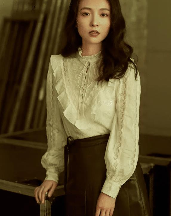 """吴倩才是真""""腿精"""",当她穿上黑皮短裙,双腿怕是被上帝吻过"""