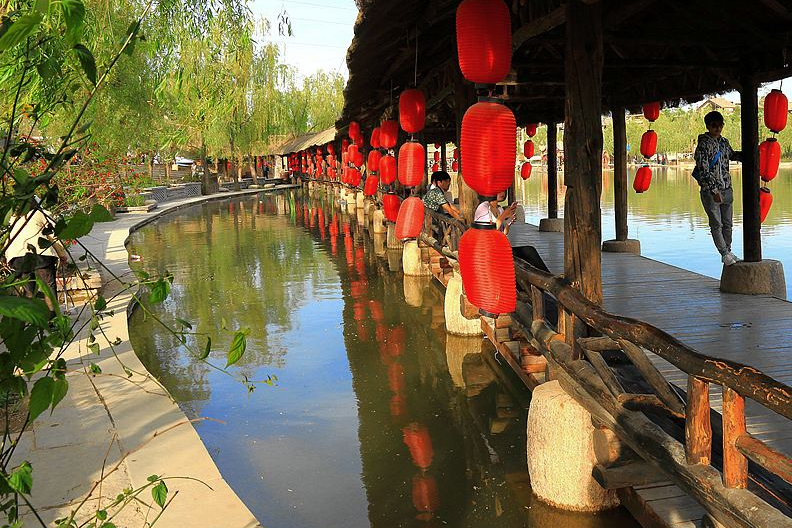 """陕西又一景点走红,内以仿古为特色,却被称为西安最""""豪横""""街景"""
