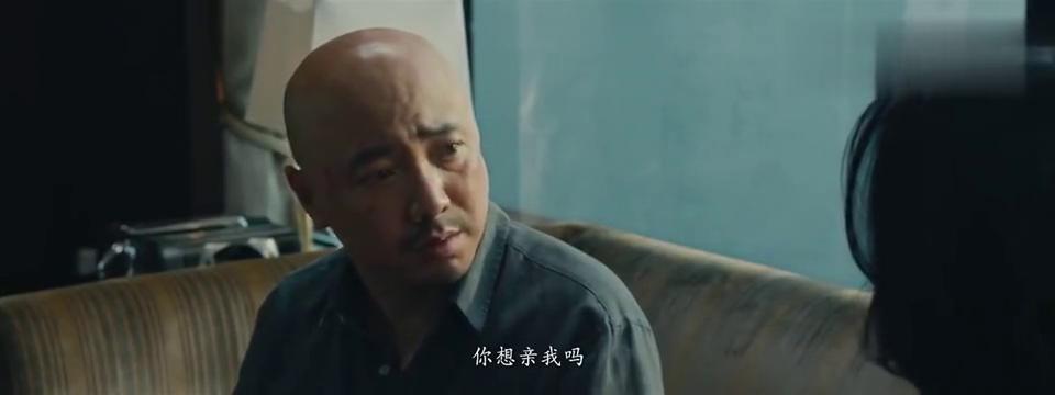 港囧:呆萌警察实力搞笑,台词还没说完,就被人一招撂倒!