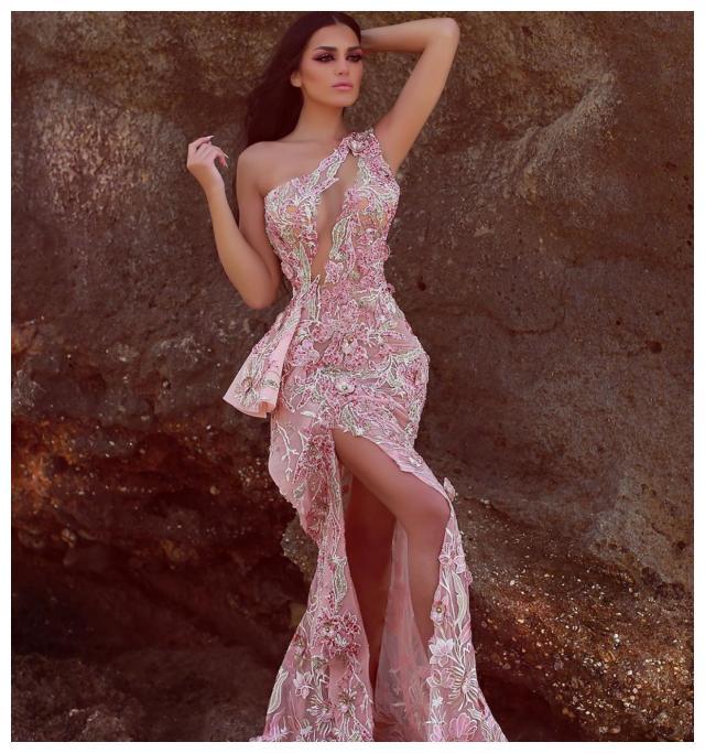 经典高定礼服仙牌Hilda Antoun,细腻花卉钉珠工艺,美轮美奂