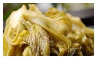 精选美食:胡萝卜土豆炖肉、菱角炖肉、西兰花大米饼、自制酸菜