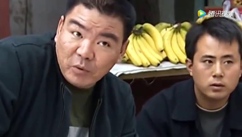 满脸横肉的老痞子被刘华强用刀捅了,进了监狱还是牢头狱霸