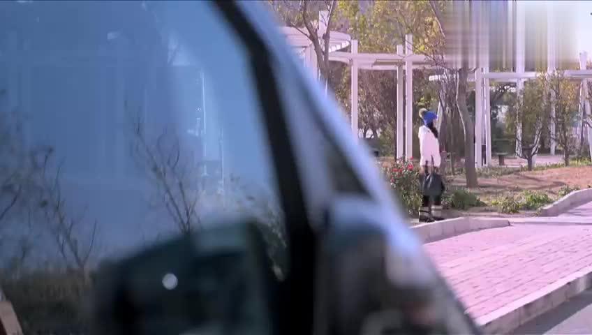 女总裁坐车出门,下秒看见寻人启事后,心情瞬间不好了!