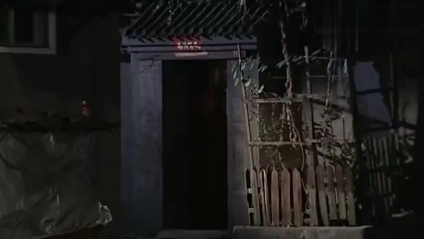 魔幻手机:小千家门口井盖被人偷了,小千掉下去竟意外躲开黄皮子