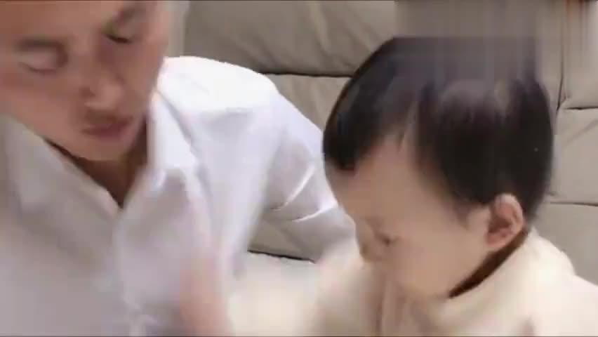 一岁的萌宝每天都和爸爸干仗,这爸爸天天气的宝宝乱发脾气