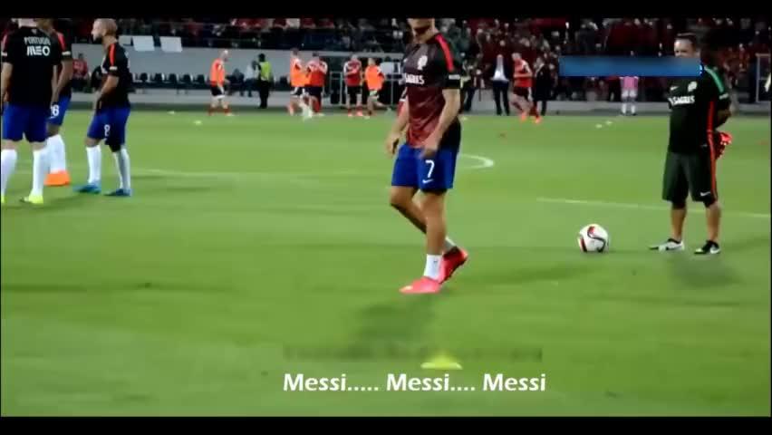 足球场上瞬间打脸时刻,在场上太嘚瑟也不是一件好事