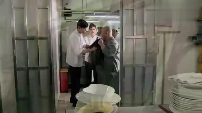 后厨:时慧宝得知小滑头偷了粤海风的压缩机,要还给徐冰!