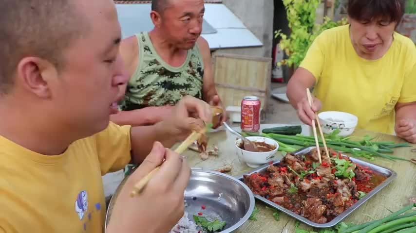 """东北农村做法的""""豆豉蒸排骨""""入口软烂,飘香四溢,吃过瘾了"""