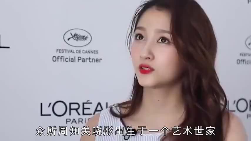 原来《大风车》片头中的女孩是关晓彤,怪不得会这么眼熟