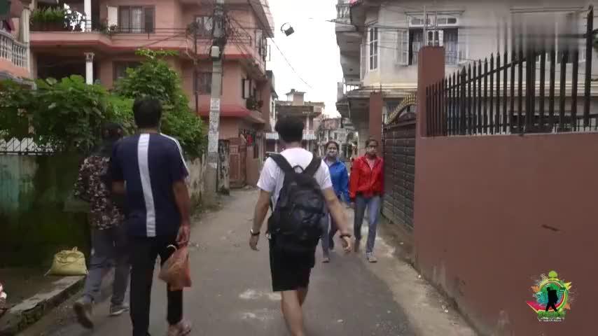尼泊尔富人家庭,是啥样?主人常去欧美旅游,实拍中国小哥去做客