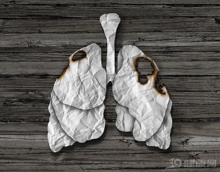 """肺癌喜欢""""缠上""""3类人,排第一的不是烟民,在家中就可能中招"""