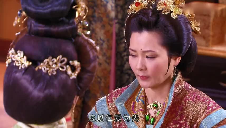 皇后只不过管教了一下贵妃,就被皇帝贬为庶人,贵妃手段真高