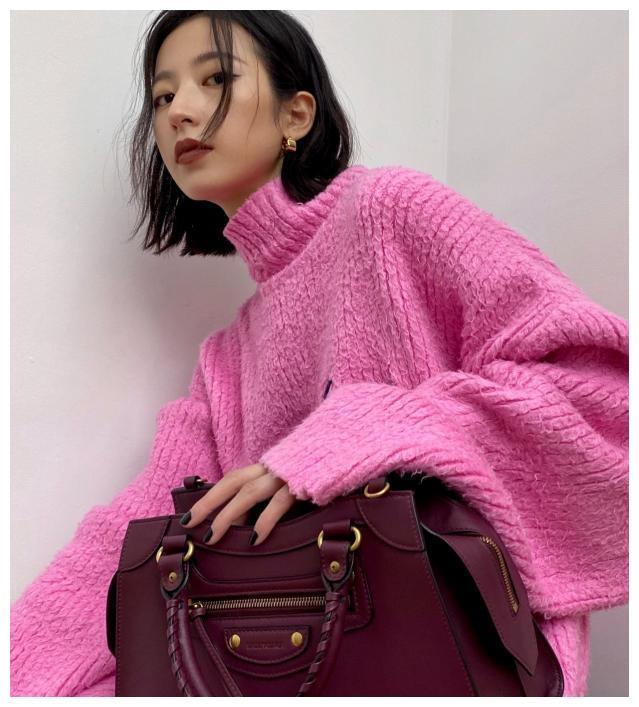 """她是肖战的红颜知己,别人都嫌弃的""""芭比毛衣"""",她却穿出时尚感"""