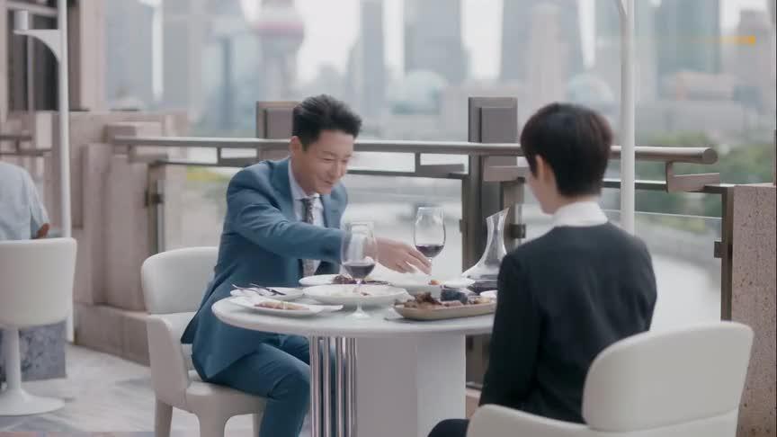 总部领导给房似锦庆功完成第一单老洋房生意