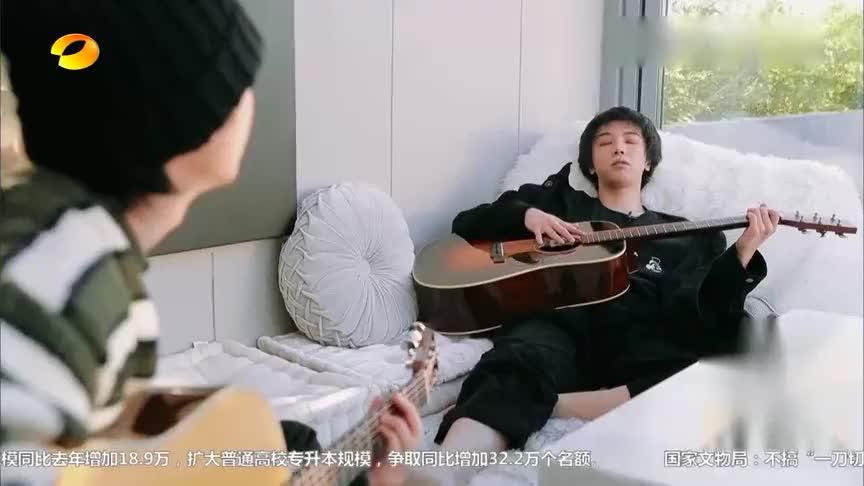 华晨宇想起《快男》跟左立撒娇,回忆暖暖,左立:怪咖小孩!