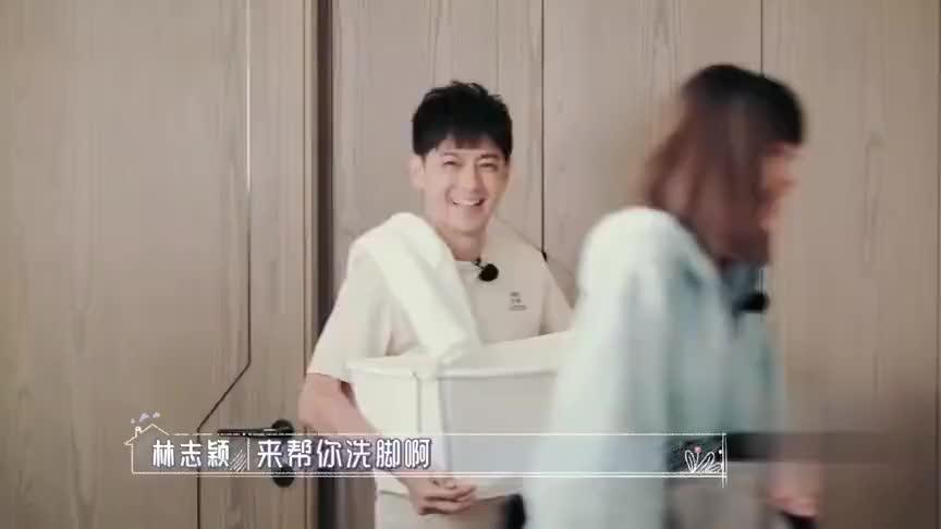 林志颖帮妈妈洗脚,陈若仪帮婆婆按摩,一家人太幸福了!