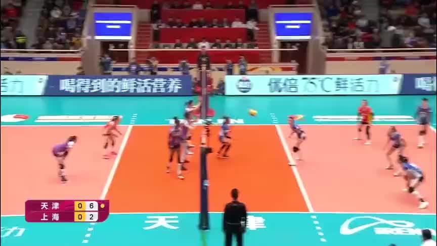 大乱方寸!排超决赛天津女排攻势凶猛,上海女排一片慌乱