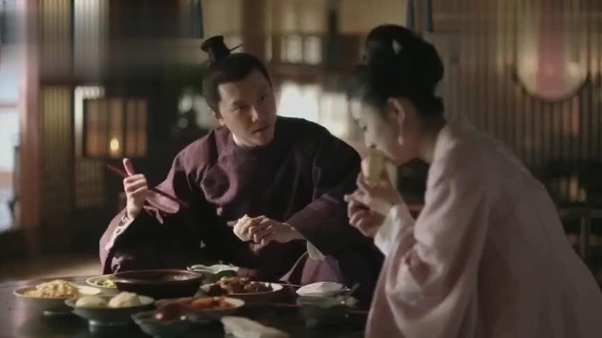 中年颓废冯绍峰久违现身小肚腩凸起,发福明显和赵丽颖像两代人