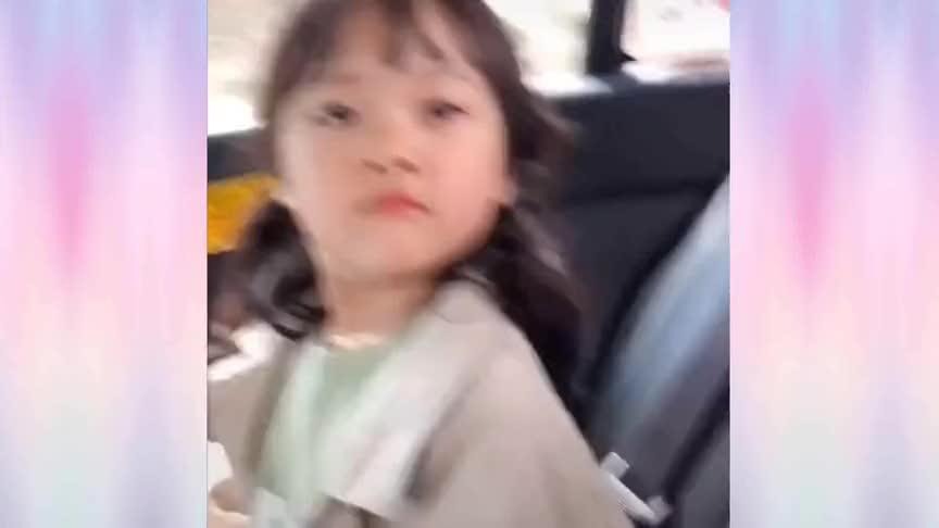 这个韩国的表情包女孩长大了!成了妈妈的小棉袄,太可爱了