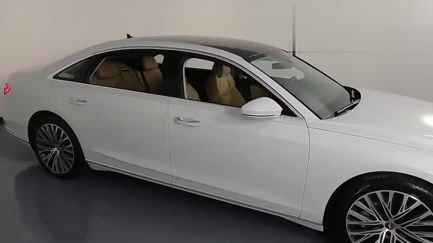 视频:2021款奥迪A8L V8版全方位实拍,亮起贯穿式尾灯霸气开始,太美
