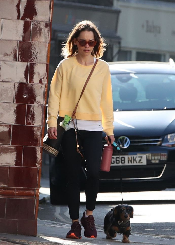 艾米莉亚·克拉克(Emilia Clarke)穿着休闲装出街