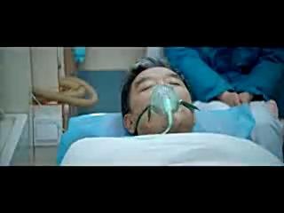 电影《麻烦家族》片段:老人刚生病就有人来推销,搞笑却引人深思