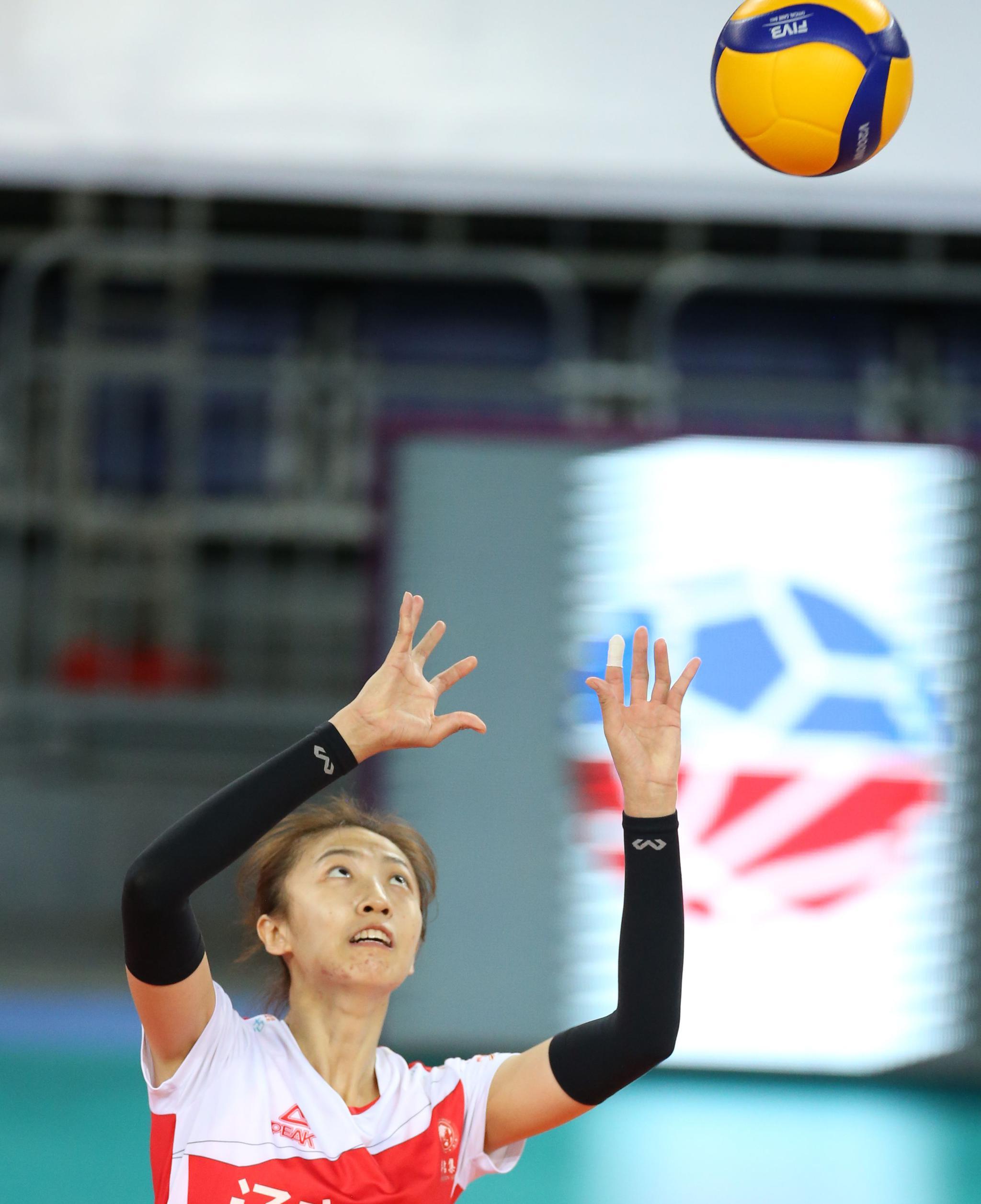 排球——全国女排锦标赛:辽宁胜四川