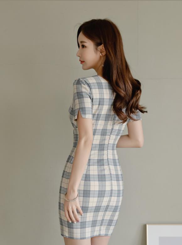 孙允珠时尚穿搭:翡翠茶色格子古典包臀裙写真
