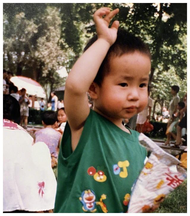 照片:王一博,儿童节,童年,这是什么小可爱?