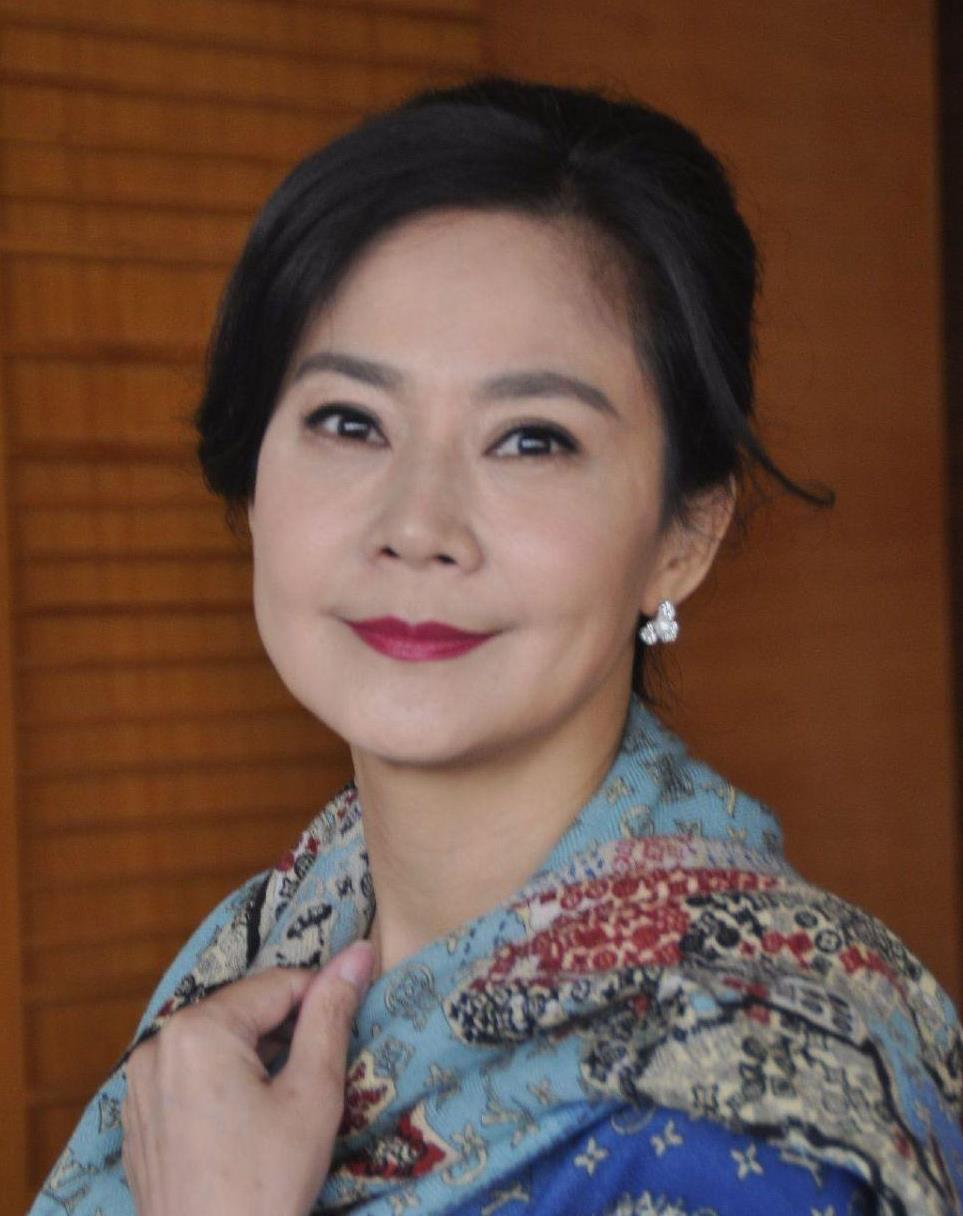 俞小凡作为琼瑶剧中的经典美女,虽青春不在,但优雅气质未变
