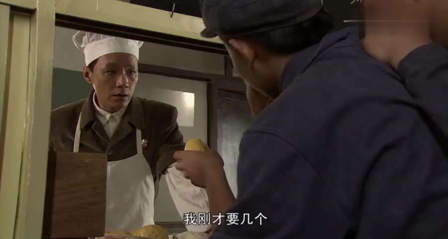 大厨做的野菜团子美味,不料换了大厨,团子里全是石头和沙子