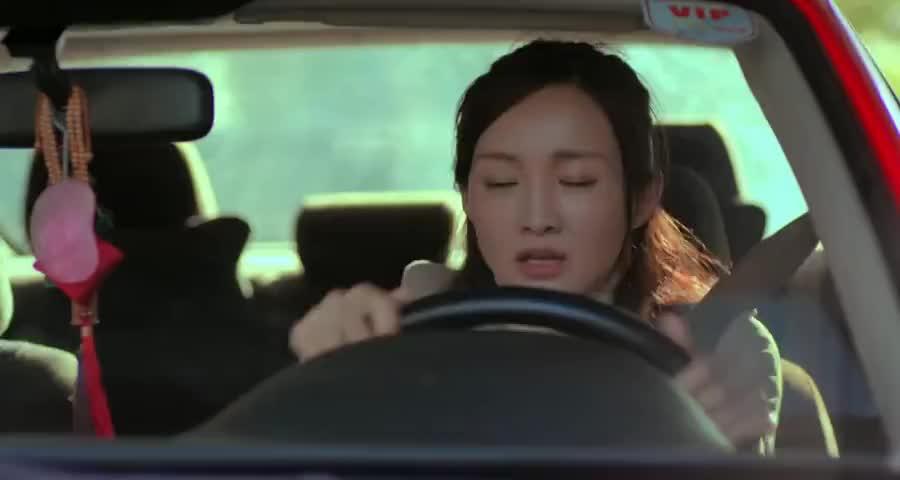 前女友看豪车眼睛不眨,竟是前男友的车,立马起了心思