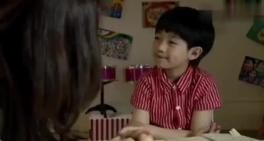 富婆发现保姆在教儿子英语,结局上去一问学历,富婆瞬间惊呆